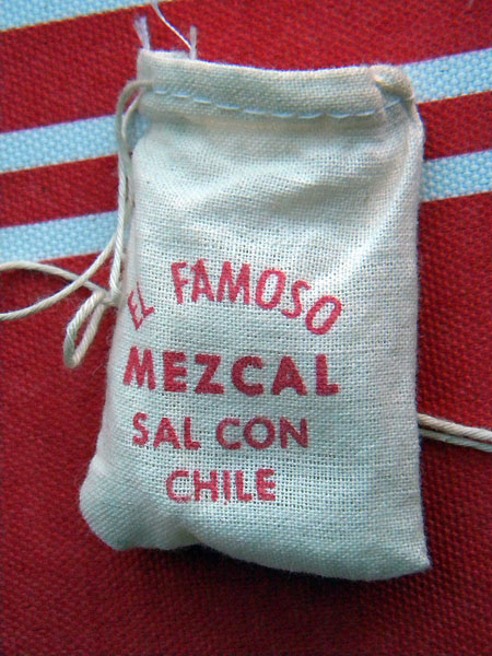 Mezcal extra: sal con chile (salt with chile)