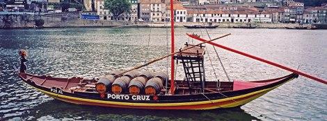 Porto, a port boat crossing the river