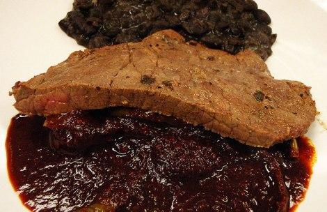 bistec con frijoles y nopales