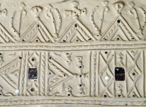 plaster walls embedded with mirror (India)