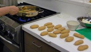 preparing molotes