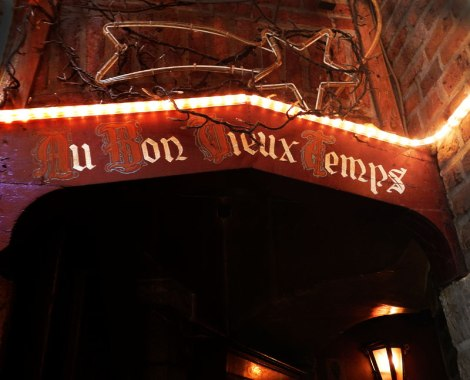 an obscure doorway to the Au Bon Vieux Temps pub