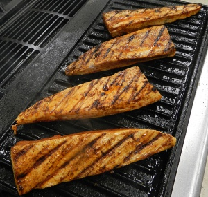 this flat grill was a marvelous contraction - ridged on one side and flat on the other - a great way to convert your gas stove to an indoor grill!