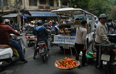 Hanoi Street: Orange Vendor
