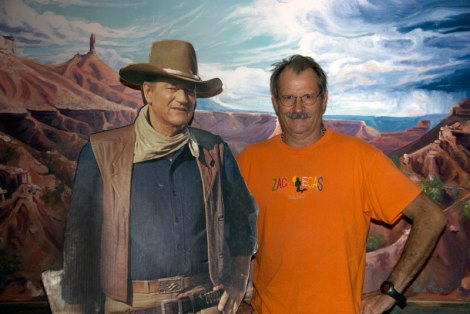 Al posing with John Wayne