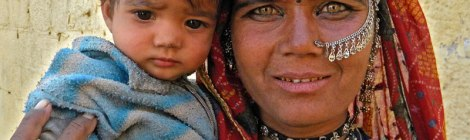 Jaisalmer: tribal woman & child