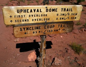 Canyonlands Sign to Upheaval Dome