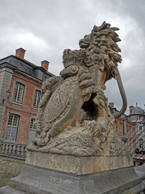 Statue at Chateaux Beloeil