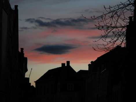 silhouettes against a dark sky in the Bruges night