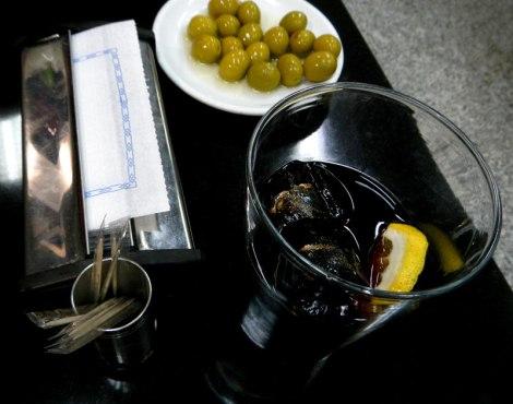 Madrid Cerveceria: Vermut and Olives