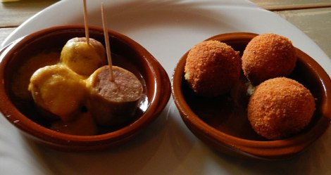 Two Dutch favourite 'Hoppas': Sausage and Bitterballen