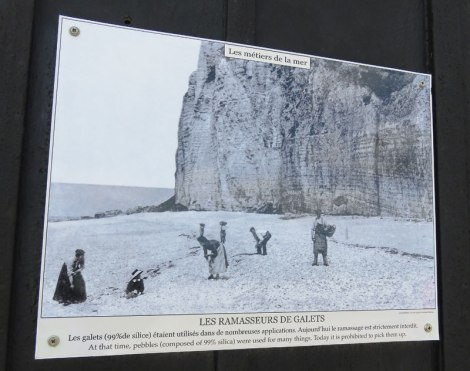 An old photo of the rock collectors at Étretat