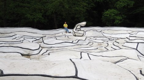 Jean Dubuffet's gigantic sculpture that you van walk around on