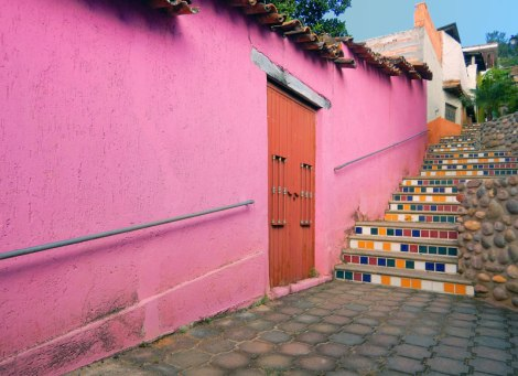 Bright pink wall and tiled stairs in Talpa, one of Mexico's Pueblos Magicos