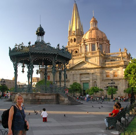 Cathedral and 'Belle Epoque' bandstand in Guadalajara's 'Centro Histórico'