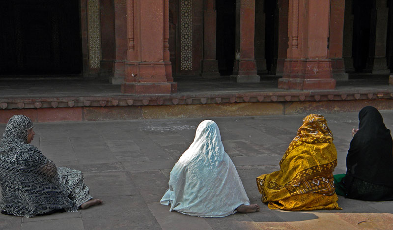 Moslem women at Fatehpur Sikri Mosque near Agra, India