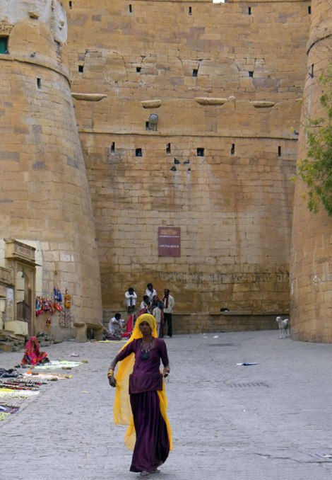 A woman vendor determinedly makes her way towards us at the Jaisalmer wall, India