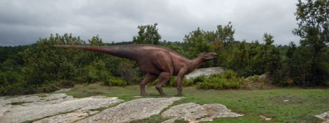 A model of the dinosaur that made the three-toed Huellas de Dinosaurio, 'Dinosaur Footprints' embedded in the stone