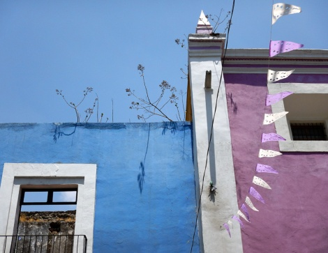 A purple & blue wall in Puebla, a UNESCO Heritage site in Mexico