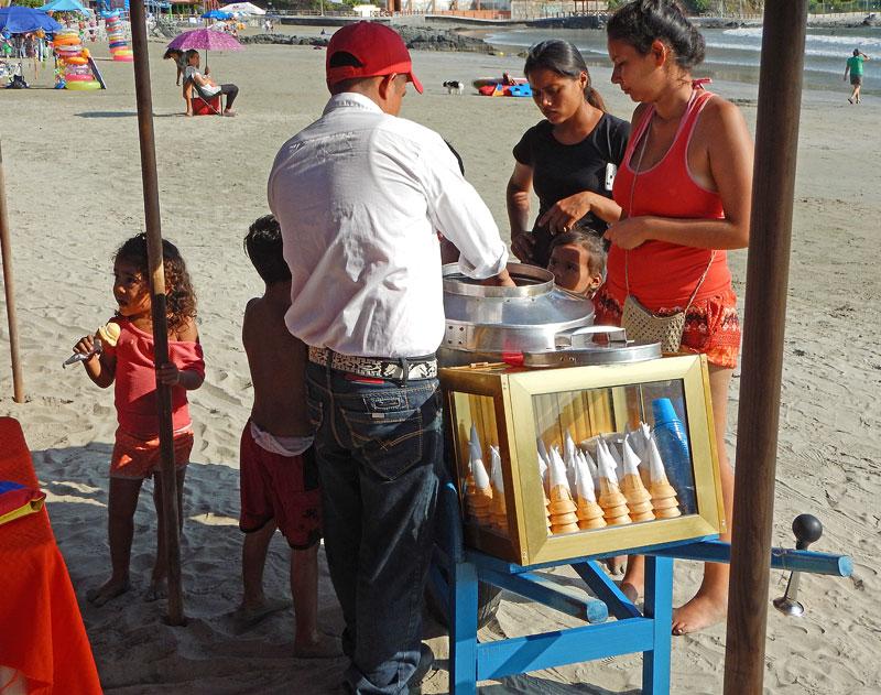 Right near us an 'ambulante' ice cream vendor set up