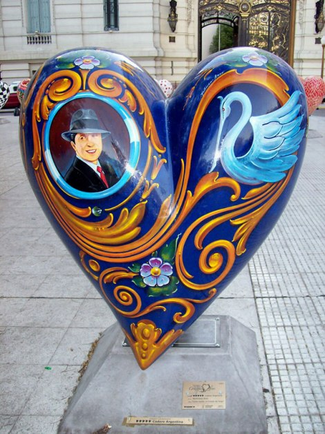 A heart painted Fileteado featuring Gardel, photo by Martiniano