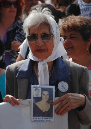 El pañuelo blanco (the white kerchief) is a symbol of the Madres de la Plaza de Mayo in Buenos Aires, Argentina. The women march once a week wearing photos of their lost children who were 'disappeared' between 1976 and 1983.
